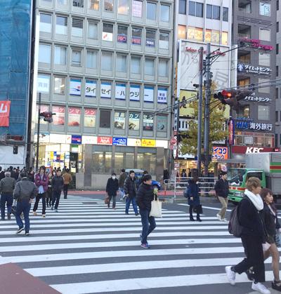 新宿駅南口 右